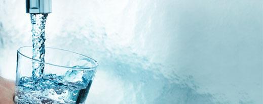 Billede af glas med rent drikkevand
