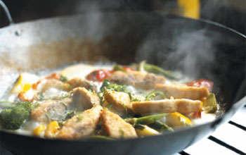 Billede af mad der bliver tilberedt over gasblus